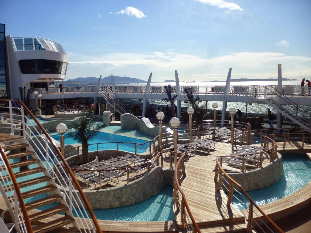 Piscines et jaccuzi à bord du MSC Fantasia ©Touristissimo
