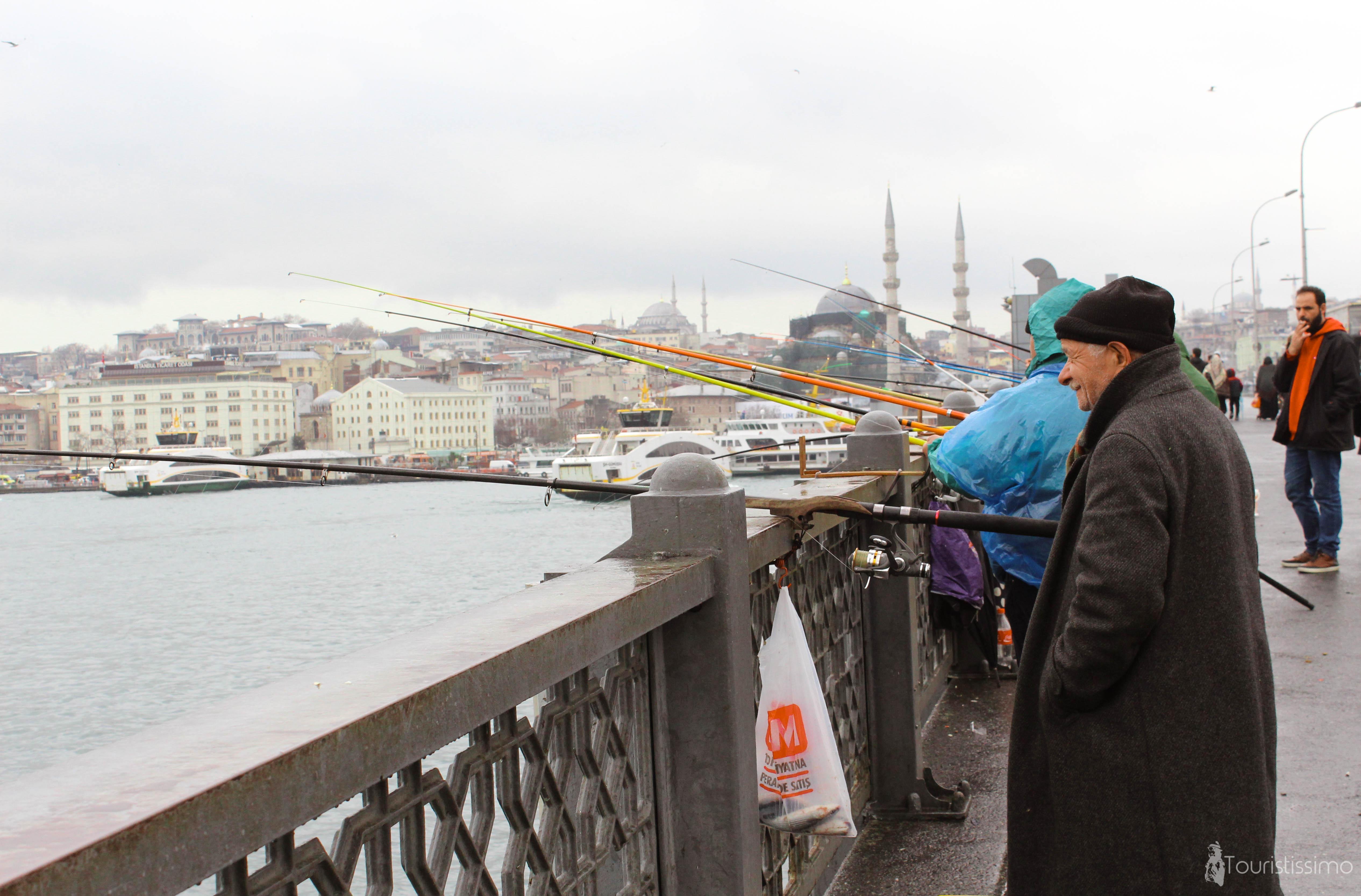 des pêcheurs à Istanbul