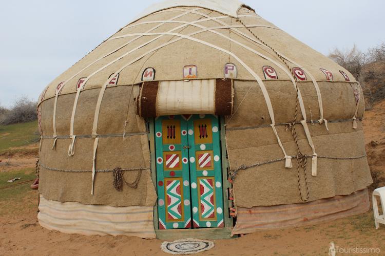 yourte camel camp Ouzbékistan desert Kyzyl koum