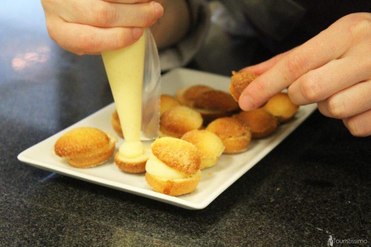 Préparation des pâtisseries au restaurant Stéphane Léger